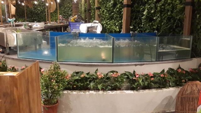 Hình ảnh dàn bể hải sản Quán Ngon Long Biên
