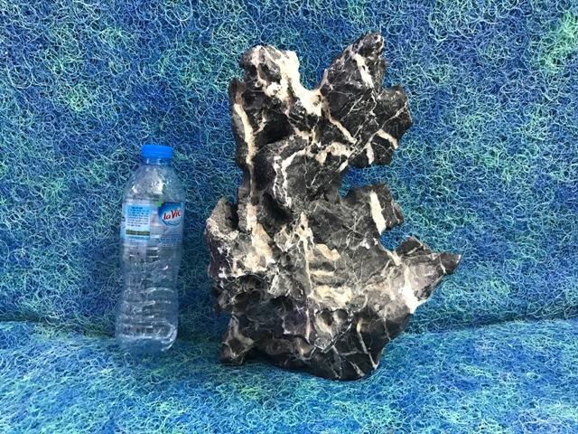 Hình ảnh đá thế trang trí bể cá