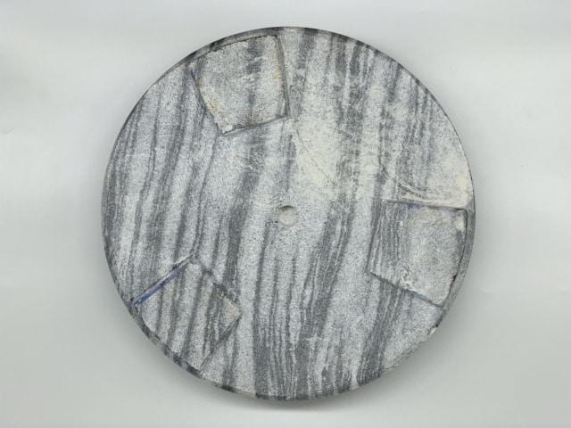 Hình ảnh Chân đế cực kỳ chắc chắn do bằng đá nguyên khối
